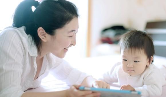 Panduan Tumbuh Kembang Bayi Usia 7-9 Bulan