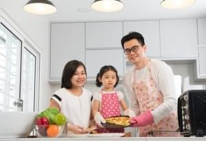 6 Manfaat Memasak Bersama Si Kecil
