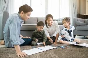 3 Cara Mengasuh Anak Bungsu Agar Tidak Manja